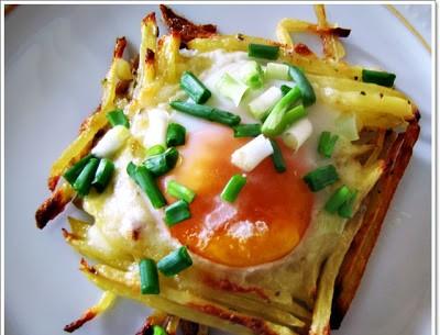 patates-yuvasinda-kasarli-yumurta