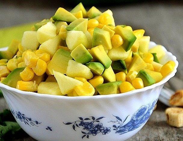 ananas-avakado-misir-salatasi
