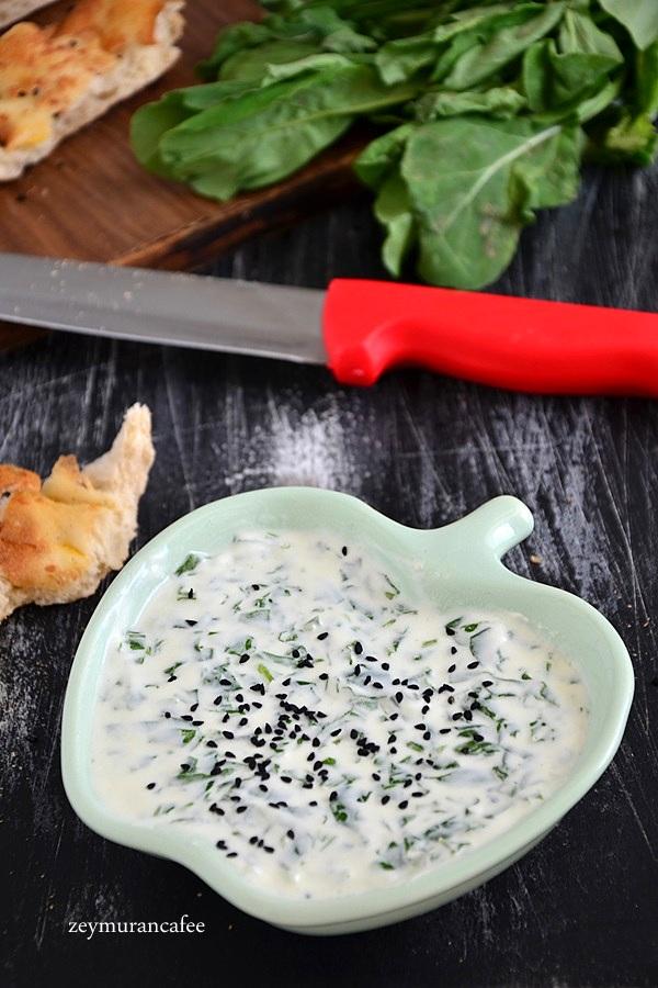 yoğurtlu roka salatası