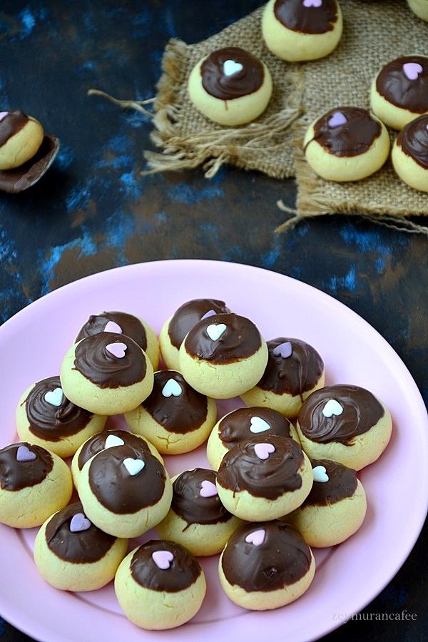 üzeri çikolatalı kurabiye